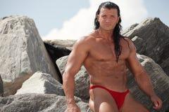 Bodybuilder in aard royalty-vrije stock foto