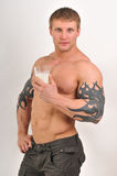 Bodybuilder com leite foto de stock