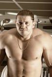 Bodybuilder concentrado imagenes de archivo