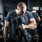 Bodybuilder dans la formation Photographie stock