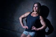 Bodybuilder de femme Photos libres de droits