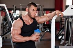 Bodybuilder eiwitschok Stock Fotografie