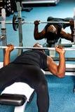 Bodybuilder essayant de soulever le barbell Images libres de droits