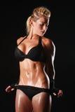 Bodybuilder féminin avec la belle forme photo stock