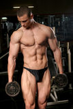 bodybuilder in ginnastica Fotografia Stock