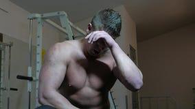 Bodybuilder in ginnastica video d archivio