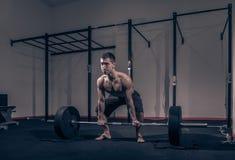 Bodybuilder, jeden młody człowiek, barbell deadlift Obrazy Royalty Free
