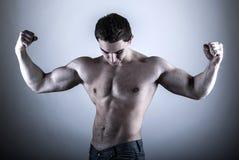 Bodybuilder młody mężczyzna Obrazy Stock