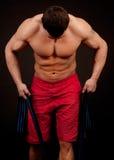 Bodybuilder met kabel stock foto