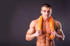 Bodybuilder mit einem Tuch Lizenzfreies Stockfoto