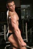 bodybuilder na ginástica Foto de Stock Royalty Free
