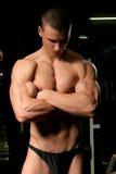 bodybuilder na ginástica Fotos de Stock Royalty Free