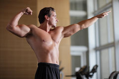 Bodybuilder pose Royalty Free Stock Photography