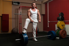 Bodybuilder preparing for deadlift of barbell Royalty Free Stock Photos