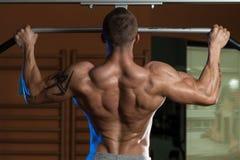 Bodybuilder Robi ciągnieniu Podnosi Najlepszy Tylnych ćwiczenia fotografia royalty free