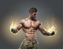 Bodybuilder sportif d'homme de puissance belle image libre de droits