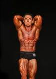 Bodybuilder strajki Abdominals i udo poza obrazy royalty free
