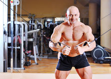 Bodybuilder training chest on simulator Royalty Free Stock Photos