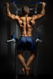 Bodybuilder training in darkness