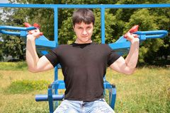Bodybuilder  training outdoor Royalty Free Stock Images