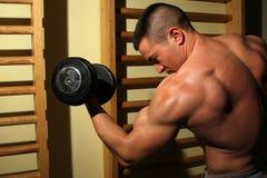 Bodybuilder udźwigu ciężary fotografia stock