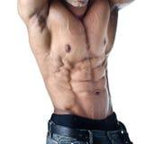 Bodybuilder z rękami nad jego głowa pokazuje półpostać Obrazy Royalty Free