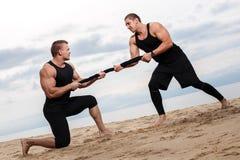 Bodybuilders στην παραλία στοκ εικόνες
