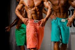 Bodybuilders d'athlètes de groupe images stock