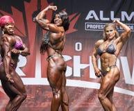 Bodybuilders féminins supérieurs Posedown à Toronto 2018 pro Supershow images stock