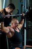 Bodybuilders que entrenan en gimnasia Foto de archivo