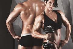 bodybuilders Sprawności fizycznej para zdjęcia stock