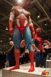 Bodybuilders tijdens een lichaam het schilderen zitting bij de Tatoegeringsovereenkomst van Milaan Royalty-vrije Stock Fotografie