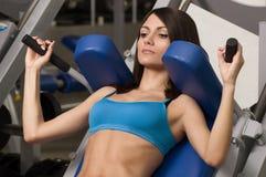 Bodybuilding för vuxen kvinnlig Royaltyfria Foton