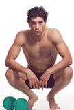 bodybuilding muskulösa rests för idrottsman nen arkivbild