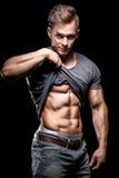 Bodybuilding sportowiec pokazuje perfect brzusznych abs mięśnie Zdjęcia Stock