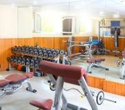 bodybuliding άσκησης βάρη δωματίων γ&upsilon Στοκ Εικόνες