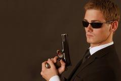 Bodygard com um pistole Fotos de Stock Royalty Free
