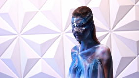 Bodypaint Poses di modello al photosession video d archivio