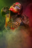 Bodypainting De vrouw schilderde met etnische patronen Stock Afbeeldingen