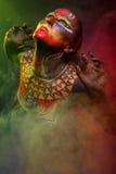 Bodypainting Frau gemalt mit ethnischen Mustern Stockbilder