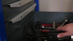 Bodyshop instrumenten stock video