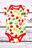 Bodysuit печати плодоовощ младенца милый Стоковая Фотография