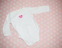 Bodysuit på rosa bakgrund Royaltyfri Foto