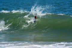 Bodysurfer versucht, eine Welle zu fangen Lizenzfreie Stockbilder