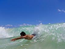 bodysurfing的夏威夷人 库存照片