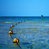 Boe e bandiera nera gialle nel mare Fotografia Stock Libera da Diritti
