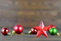 Boże Narodzenia gwiazda i piłki Zdjęcia Royalty Free