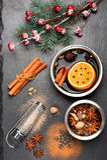 Boże Narodzenia rozmyślali wino z pikantność na czerń łupku chalkboard Zdjęcie Royalty Free