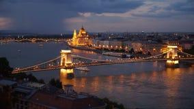Boedapest in avond stock footage