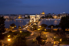 Boedapest bij nacht Kettingsbrug Royalty-vrije Stock Foto